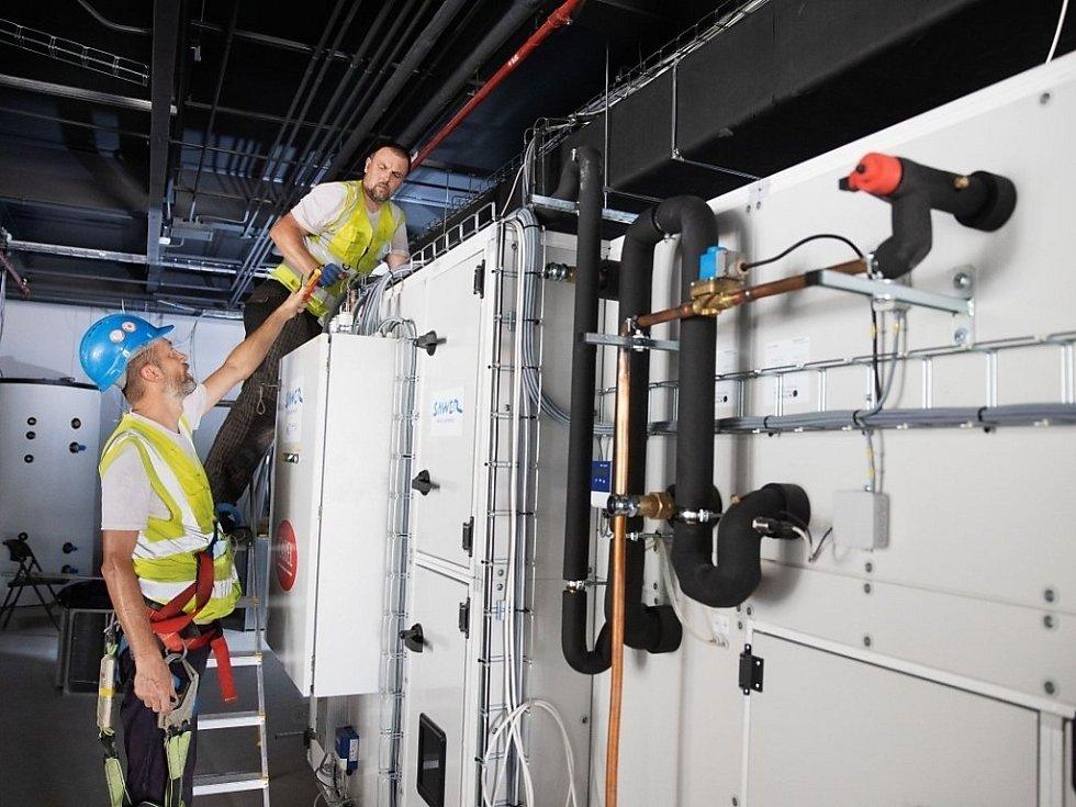 Odborníci z výzkumného centra v Buštěhradu umí získat vodu ze vzduchu.