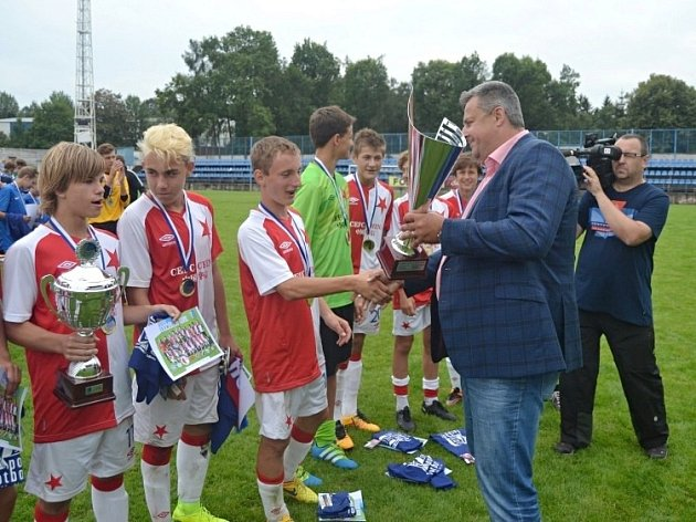 Kladenský pohár 2016, vítězná Slavia a zlato od primátora Volfa