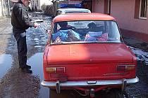 Řádění kriminálních živlů musí ve Zlonicích potírat  zejména slánští městští strážníci, kteří zde mají odloučené pracoviště. Republiková policie sem zajíždí rovněž ze Slaného.