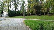 Podzimní úpravy v parku - Dvořákových sadech u Městského divadla Kladno.