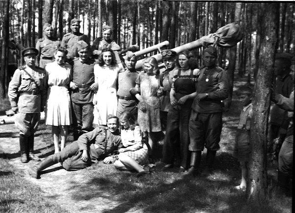 Fotografie na památku spřemožiteli hitlerovského Německa.