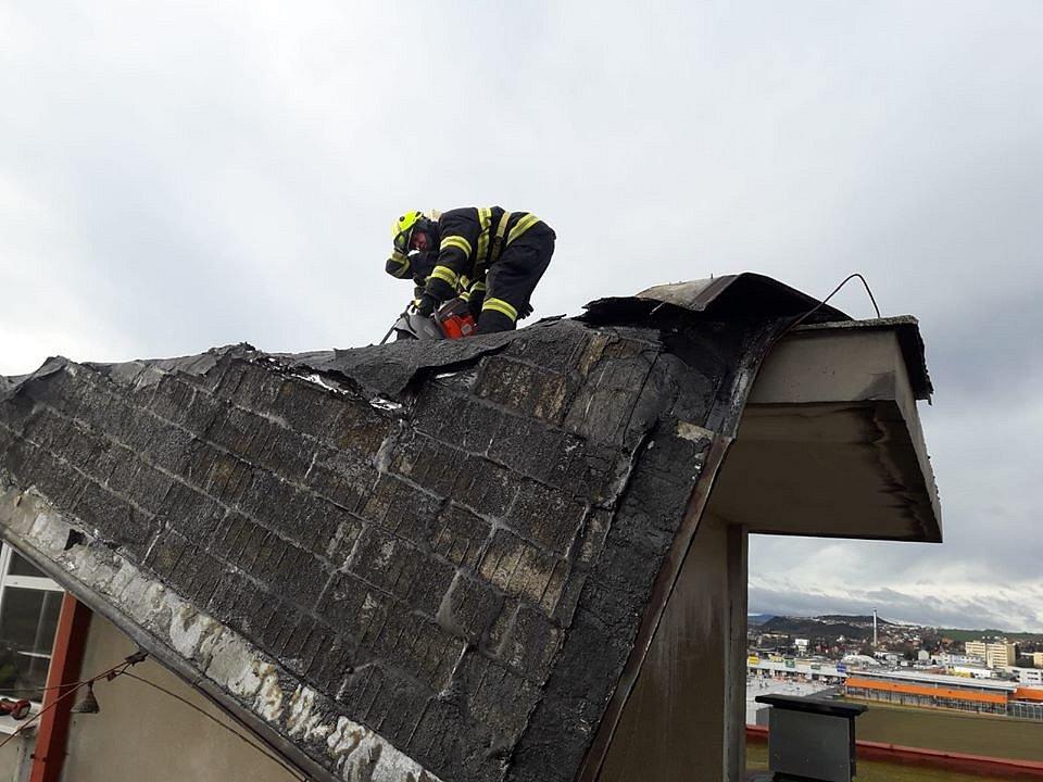 Ze zásahů středočeských hasičů. Nejčastějšími podněty k výjezdu se staly zásahy spojené s odstraňováním stromů spadlých na komunikace.
