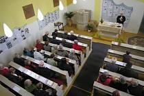 Členové Českobratrské církve evangelické v Kladně se scházejí každou neděli od devíti hodin.
