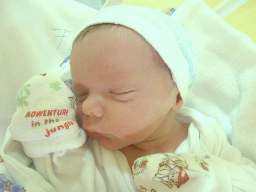 ELIÁŠ FRANCŮ, KRÁLOVICE  Narodil se 27. července 2017. Váha 3,3 kg, výška 46 cm. Rodiče jsou Zuzana Franců a Tomáš Franců (porodnice Slaný).