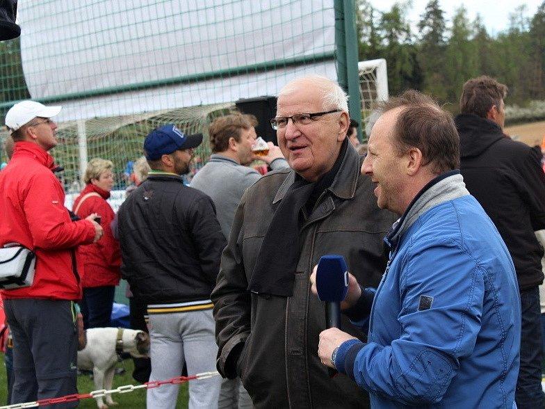 Vesnický fotbal v přímém TV přenosu! Doksy přivítaly Unhošť. Otakar Černý s komentátorem ČT Davidem Kalousem