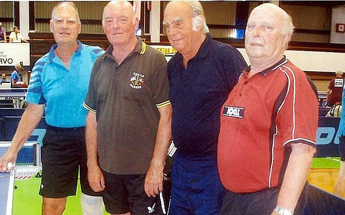 Josef Cipra (druhý zprava) se soupeři ze základní skupiny.