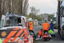 Velmi vážná nehoda se stala v pondělí krátce před osmnáctou hodinou v Netovické ulici. Kamion zde srazil ženu.