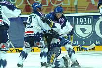 4. listopadu 2006 Kladno na ledě Plzně excelovalo a vyhrálo tam 7:2. Autor čtvrté branky Jiří Kuchler vidět není, objímají ho Jiří Zeman a Marek Čurilla.