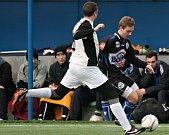 SK Kladno (v černém) si poradilo na Vyšehradu s Hořovickem 2:0.