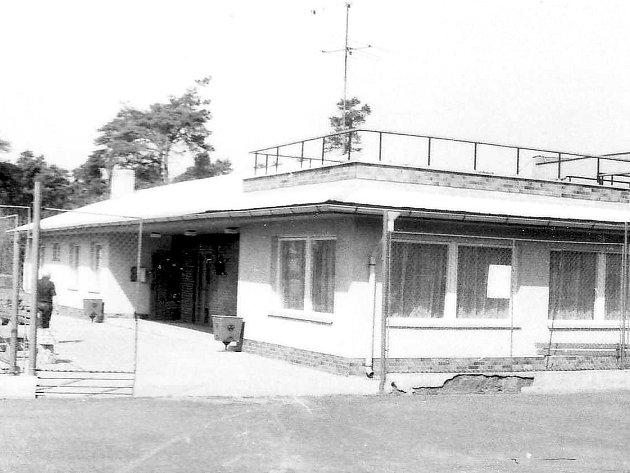 Tenisové Kablo Kročehlavy slaví 90.let založení. Takhle vznikala stavba v80. letech.
