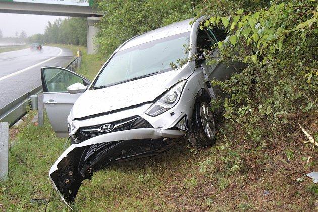 Nehoda u Kamenných Žehrovic.