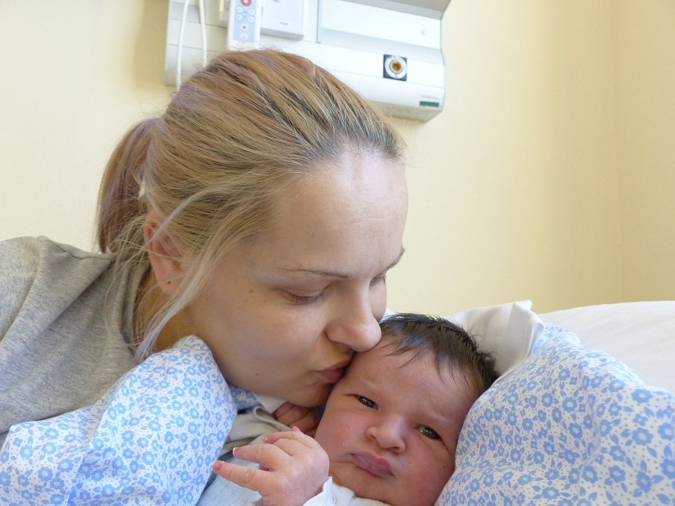 Jiří Machart se narodil 9. ledna 2021 v kolínské porodnici, vážil 4355 g a měřil 53 cm.  V Pečkách se z něj těší sourozenci Martin (12), David (8), Leontýna (7) a rodiče Michaela a Martin.