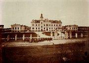Novostavba nemocnice na snímku asi z roku 1905.