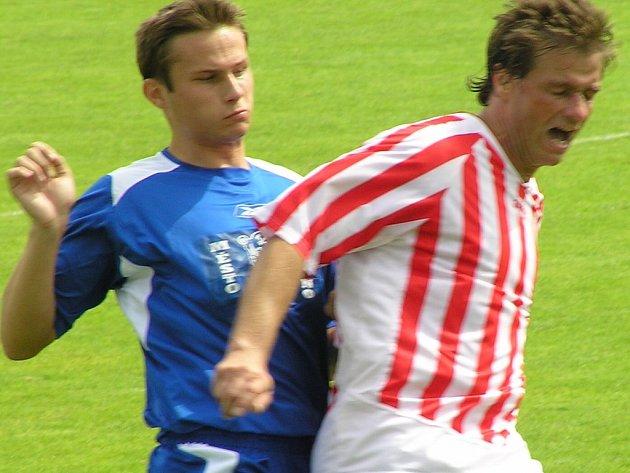 Tomáš Končír (vlevo) nastoupil proti Kopanině na postu stopera.