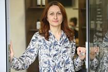 """Ukrajinka Natalya Pitsur provozuje ve Slaném spolu s manželem Mykolou kadeřnictví """"Megaempire hair a Barber studio""""."""