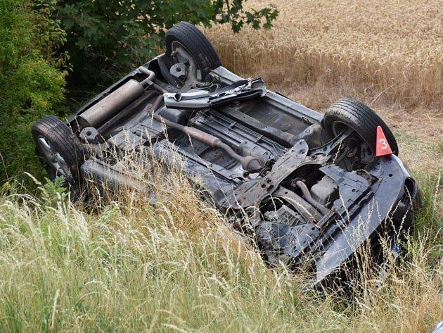 Vážná nedělní nehoda pěti vozidel u Třebíze.