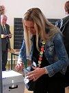 Volební okrsek ve 2. základní škole na Komenského náměstí ve Slaném