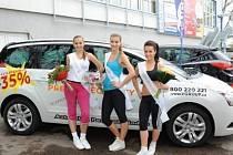 Miss aerobik. Vlevo vítězka hlavní kategorie Lucie Boušková