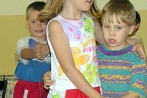 Dětí v kladenskkých školkách je stále více. Podle počtu narozených miminek v loňském a letošním roce jich ještě dramaticky přibude.