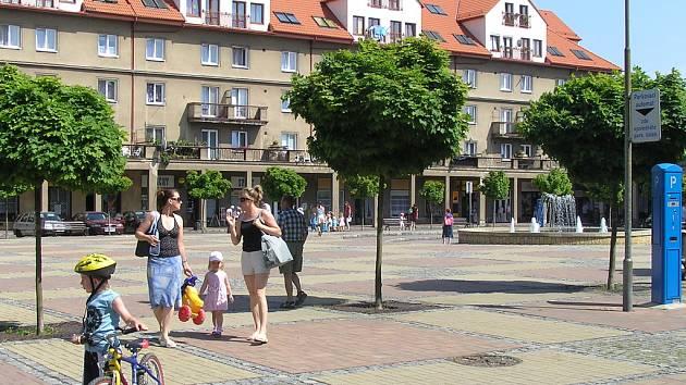VÍCE NEŽ PĚT TISÍC  obyvatel Stochova má možnost nakoupit pouze v několika menších prodejnách v centru města.