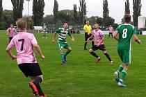 Bohemians 1905 B  (v zeleném) prohráli v dalším kole ČFL s Velvary 0:2.