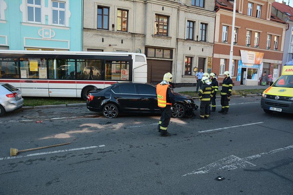 Pondělní nehoda autobusu na třídě Čs. armády.