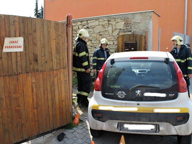 Dopravní nehoda se stala krátce po poledni v Buštěhradu 23. dubna