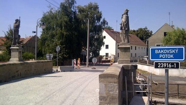 Rekonstruovaný most v Královicích u Slaného