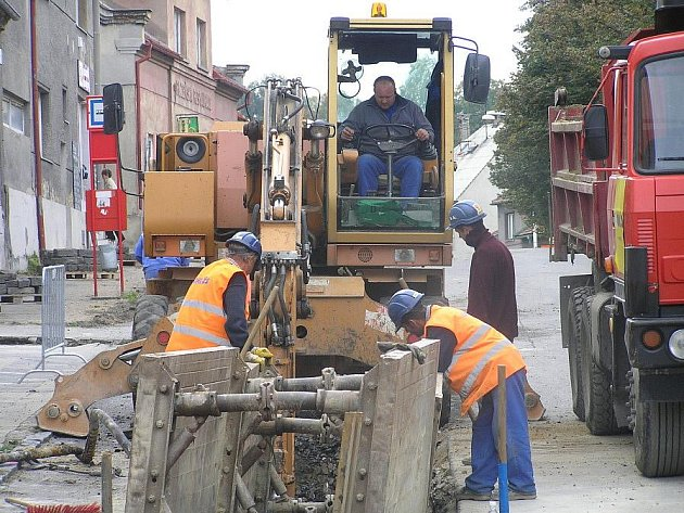 Stavba kanalizace ve Švermově.