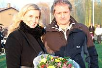 Slavnostní otevření nového hřiště s umělou travou Baníku Švermov. Ministryně Kateřina Valachová a předseda Baníku David Nedvěd.