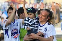 Kladenští slaví, v popředí Tomáš Strnad, vlevo Dimitri Tatanasvilli.../ SK Kladno - FC Slovácko 1:0(1:0) , utkání 26.k. Gambrinus liga 2009/10, hráno 25.4 .2010