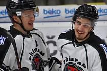 Příbramský útočník Jan Tlačil (vpravo) mladší se stal nejlepším střelcem základní části druhé národní hokejové ligy střed.