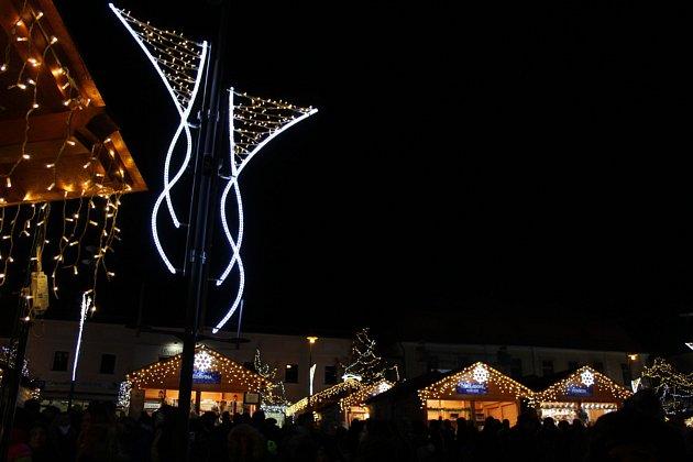 Rozsvěcení vánočního stromu na kladenském náměstí Starosty Pavla v roce 2017.