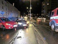 NEHODA SE STALA na křižovatce v ulici Čs. armády.
