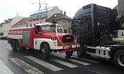Páteční nehoda hasičů ve Slaném.