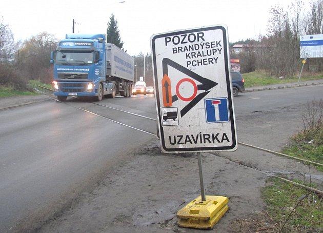 Silnice z Kladna-Švermova do Brandýsku je uzavřena. A nějaký čas to tak i zůstane.
