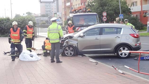 Nehoda se stala ve středu po páté hodině ranní ve Vodárenské ulici v Kladně.