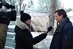 Jiří Chvojka (vpravo) zodpovídá, kromě jiného, také za stav střechy zimáku. V případě hustého sněžení budou muset opět pomáhat při odklízení sněhu horolezci. Nafukovací hala v sousedsví vloni nápor sněhu nevydržela.