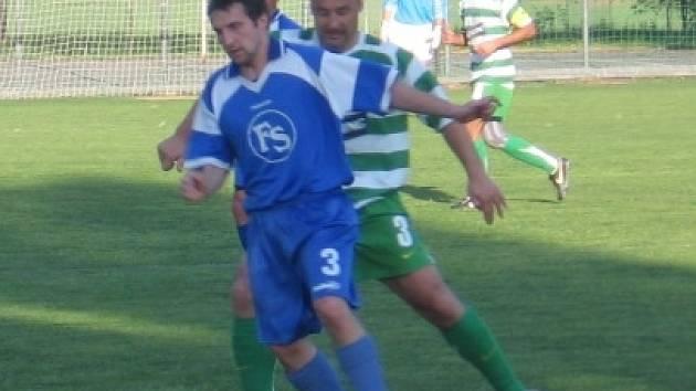 Jan Havelka (v zeleném) tentokrát v sestavě Lhoty nescházel a jeho tým napravil zaváhání z domácího duelu proti Kolči.
