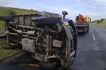 Páteční dopolední nehoda dodávky na R7