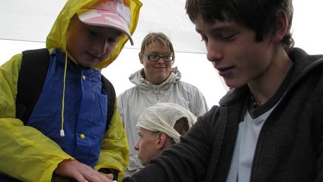 Putovní  poháry získaly letos v kategorii ml. žáků ZŠ Družec a v kategorii st. žáků ZŠ Amálská Kladno.