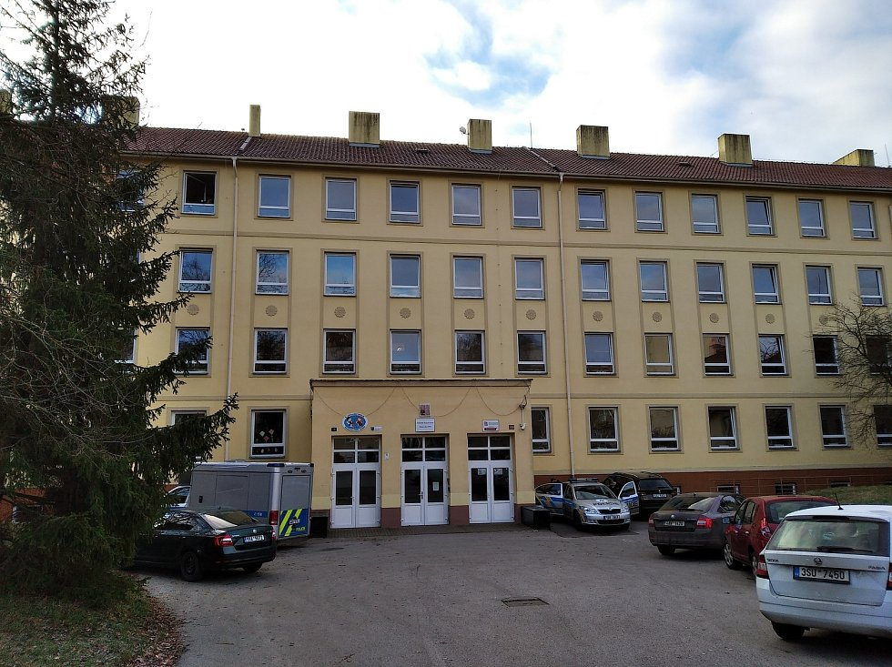 ZŠ Moskevská v Kladně, kde z okna školy vypadla žákyně.