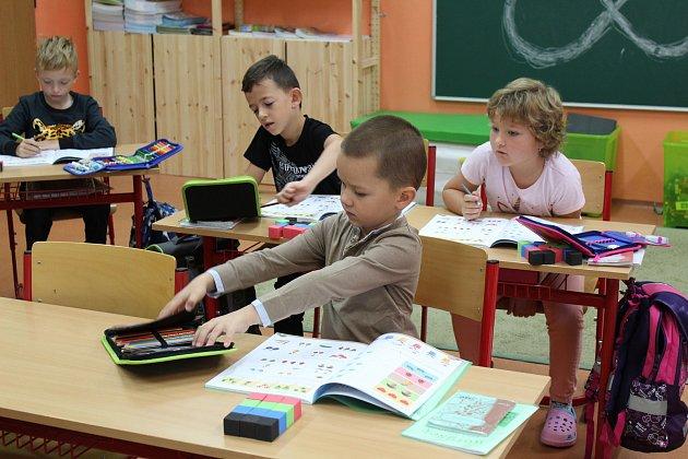 První třída pod vedením učitelky Dany Stránské.
