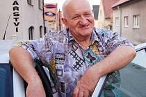 Jako senior se Antonín Nešpor nenudí. Občanské sdružení v Lidicích a nálepky ho zaměstnávají.