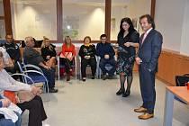 Přednášková místnost kladenské knihovny byla zaplněná do posledního místa, díky vzácnému hostu.
