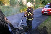 Hasiči požár osobního automobilu zlikvidovali za několik minut.