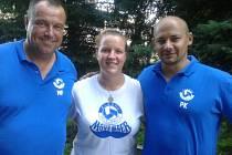 Trenéři Milan Fortuník a Petr Klár s Annou Earl, která byla statistikem už v několika extraligových klubech.