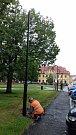 Instalace nových lamp na Masarykově náměstí ve Slaném