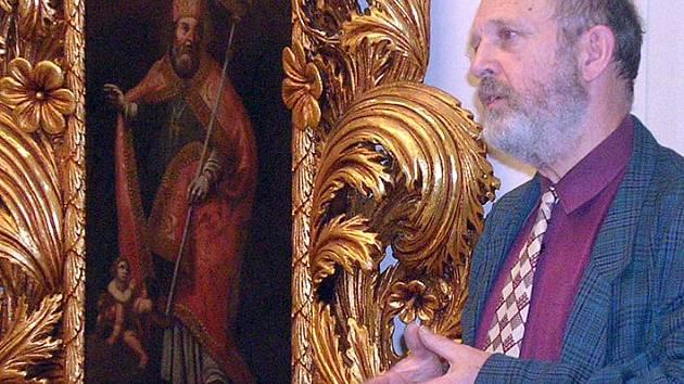Zakladatel Malého asijského muzea vLedcích u Smečna Jiří Šíma při jedné ze zajímavých besed o východoasijských zemích.