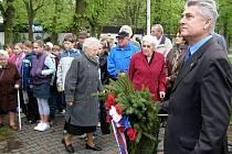 V rámci návštěvy významných míst delegace zavítala i k pomníku 38 příslušníků Sokola popraveným a umučeným za fašistické okupace převážně v koncentračním táboře Osvětim